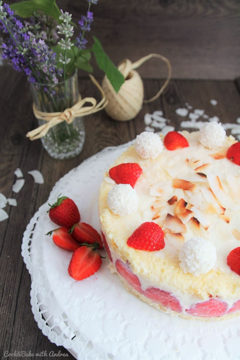 C&B with Andrea - Erdbeer-Kokos-Torte Rezept - A Little Fashion - Sommer #rezept #recipe #kochen #backen #idee #essen #trend #filizity #kuchen #torte #salat #tafel
