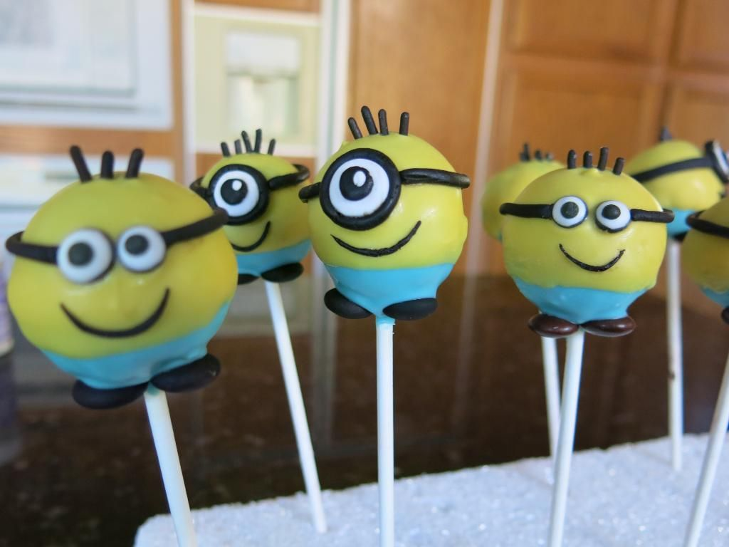 Minions Cake Pops Via Craftsy With Images Minion Cake Pops