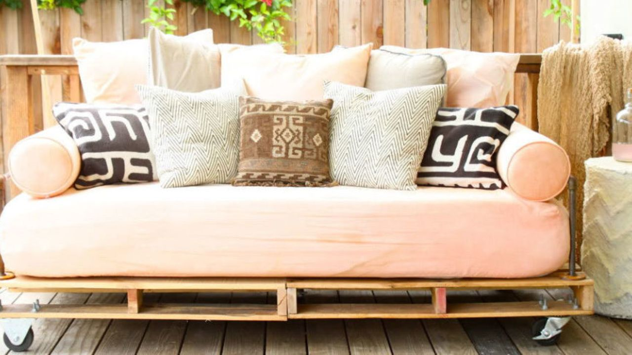 8 Incredibly Creative Ways To Reuse Shipping Pallets From Headboards To Console Tables Here S How To Turn A H Pallet Patio Furniture Diy Daybed Pallet Daybed