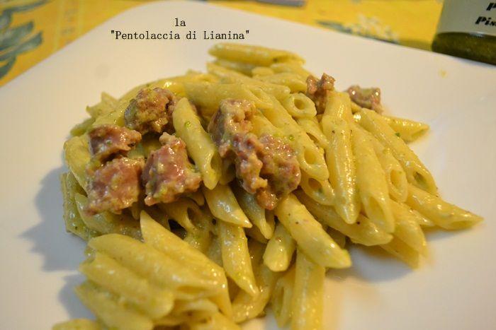 Pennette al pesto di pistacchio e salsiccia siciliana