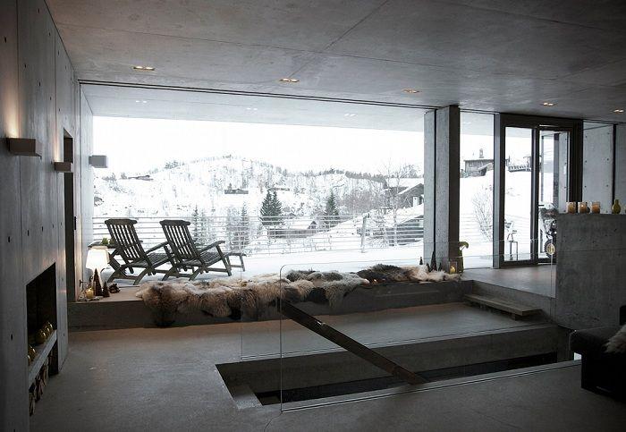 Filter Arkitekter. Большие окна открывают отличный вид на горный ландшафт.
