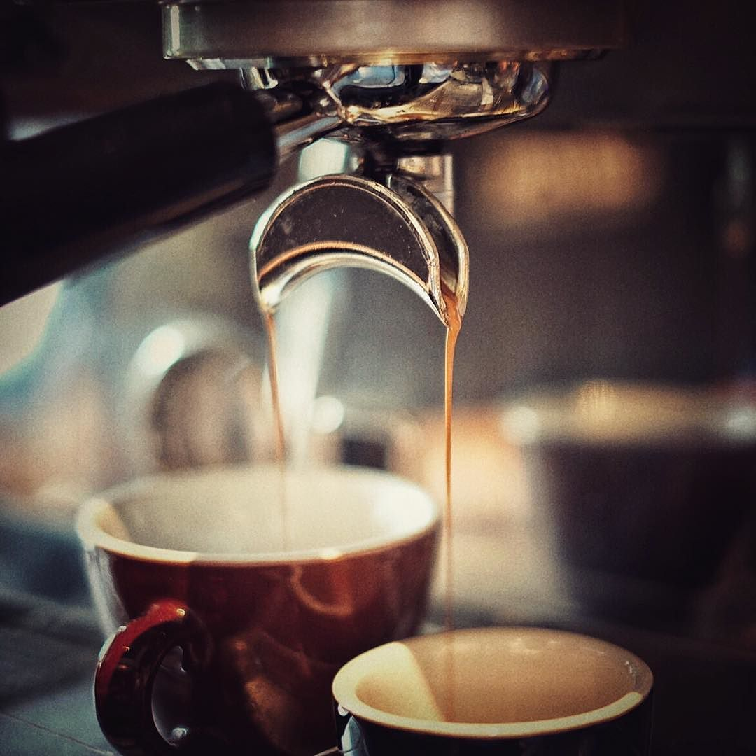 Flat White and Espresso #calibrecoffeeroasters #thinkCALIBRE #experienceCALIBRE #flatwhite #espresso #espressoblend #thirdwave #acmecups #blackcoffee #anakkopi #hobikopi #kopi #cafesurabaya #restosurabaya #subculinary #surabayafoodies #surabayaculinary #koffie #caffe #coffeegram #coffeelove by calibrecoffeeroasters
