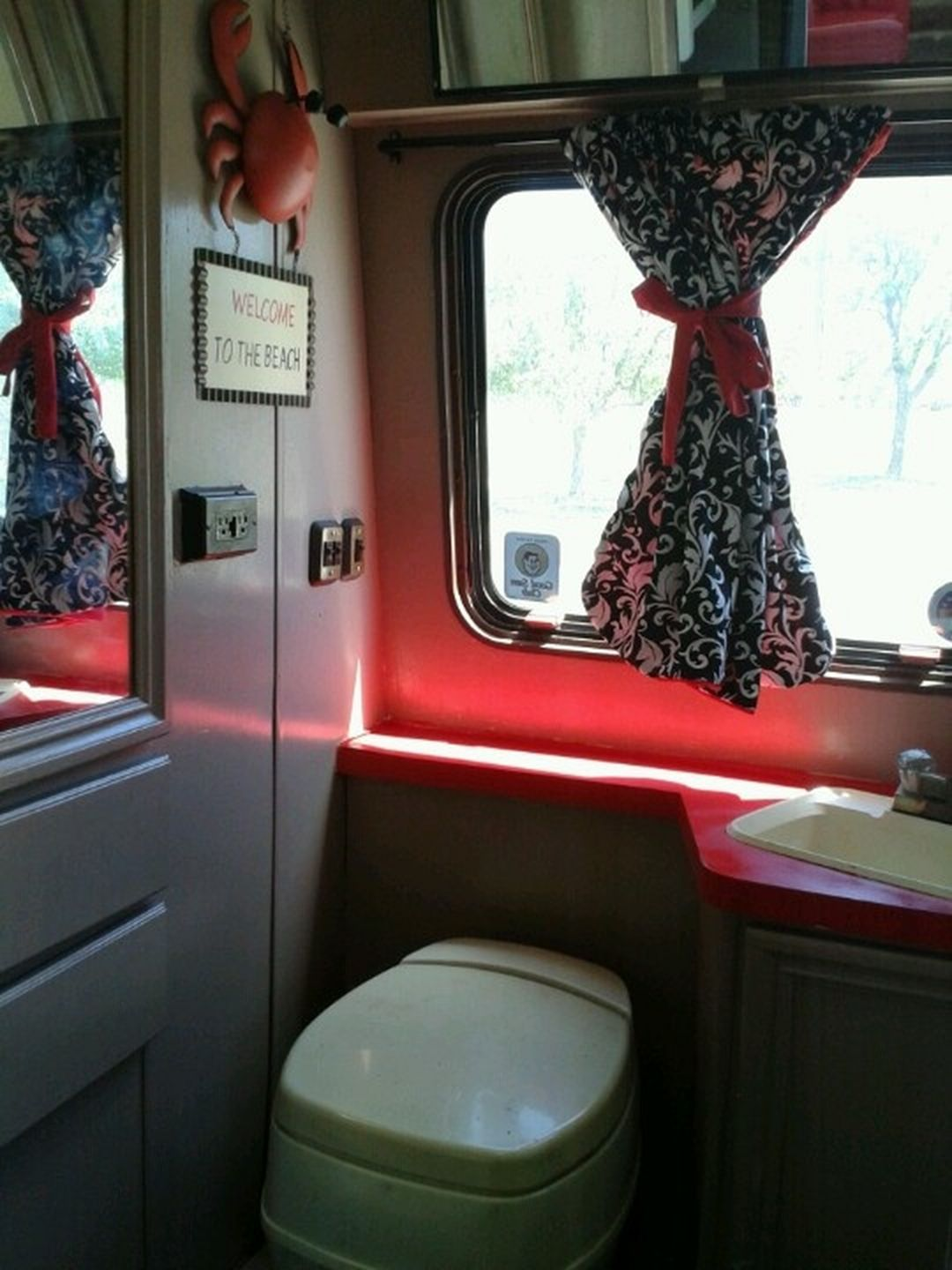 Outstanding 25+ Best RV Bathroom Remodeling Picture Collections For Inspiration https://wahyuputra.com/bathroom/25-best-rv-bathroom-remodeling-picture-collections-for-inspiration-2250/