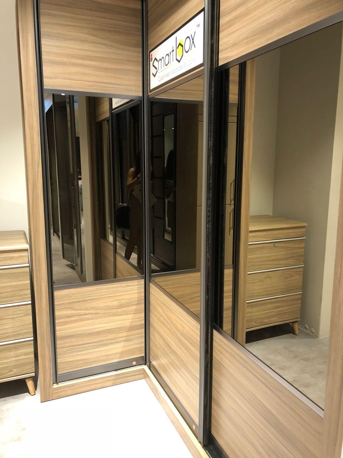 3 way sliding door with one mirror frame ref