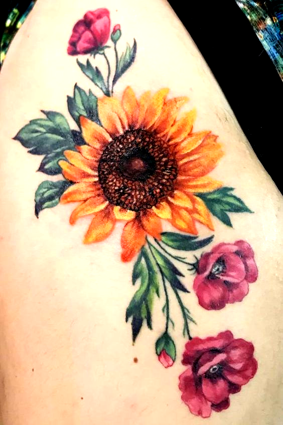 Photo of awesome sunflower tattoo ideas © tattoo artist Corinne Reinert 💟🌻💟🌻…