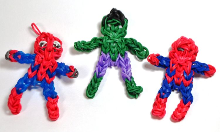 Rainbow Loom spiderman and hulk - links to printable guide and video tutorial.  #MichaelsRainbowLoom