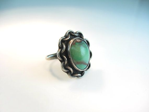 Vintage Navajo Turquoise Ring Sterling Silver Green Blue Gemstone Chain Border Size 7.5 Statement Native American Jewelry