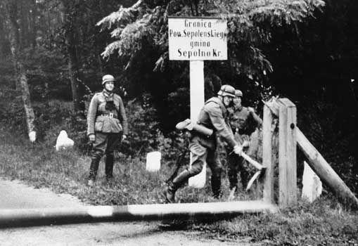 World War II: German soldiers break barrier at invasion of Poland ...