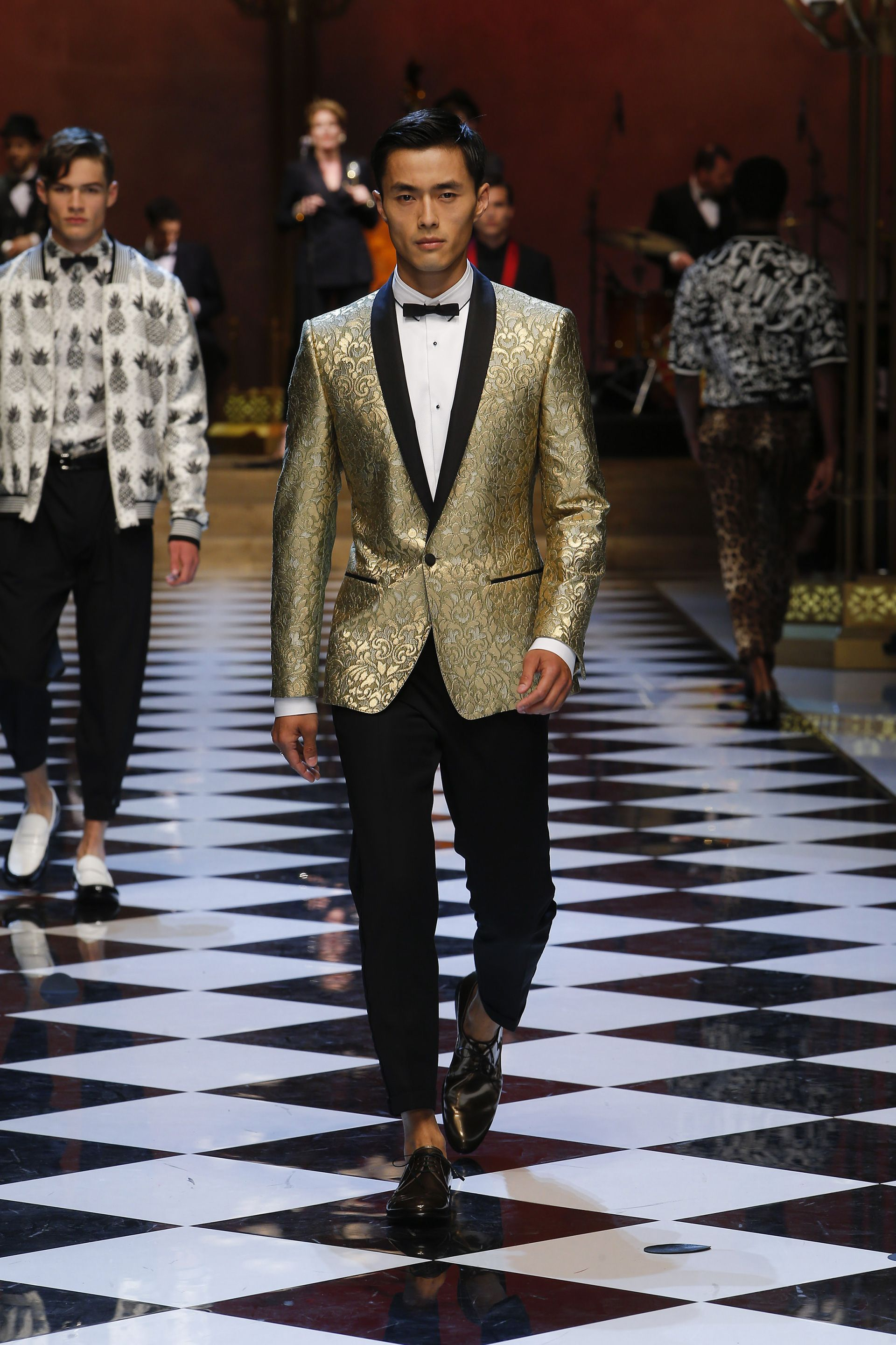 9fee34083d416 Dolce   Gabbana Summer Menswear Fashion Show   Mr. Dress Up ...