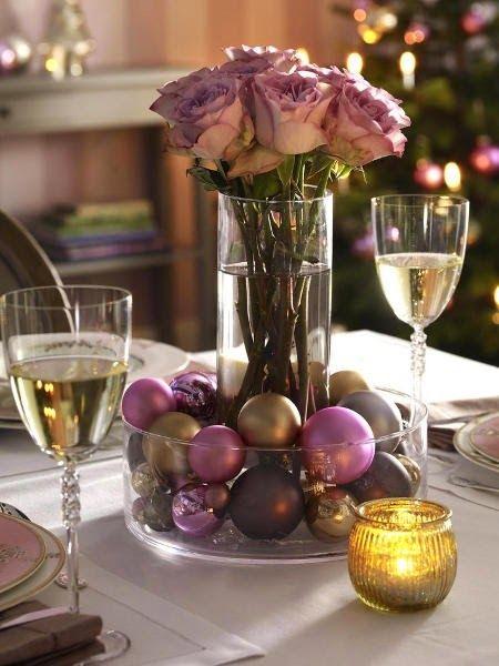 Arranjo Com Flores E Bolas Na Mesa De Natal Decoracao De Mesa De