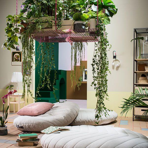 Wohnzimmer, u a mit drei DIHULT Bodenkissen mit Bezug \u201eKatorp