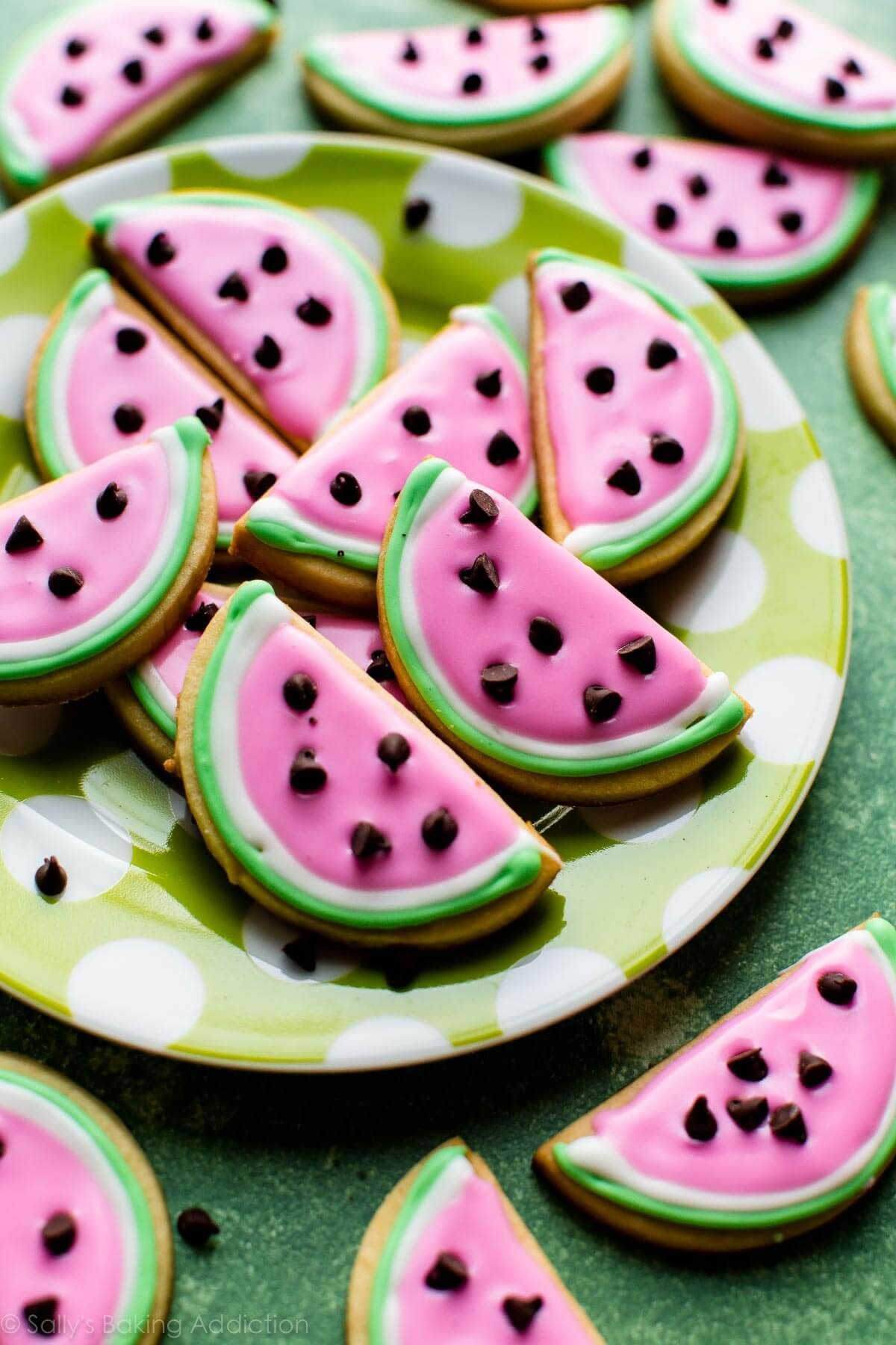 How to make adorable watermelon sugar cookies with easy royal icing decoration! #sugarcookies #sugarcookiecutouts #watermelonsugarcookies