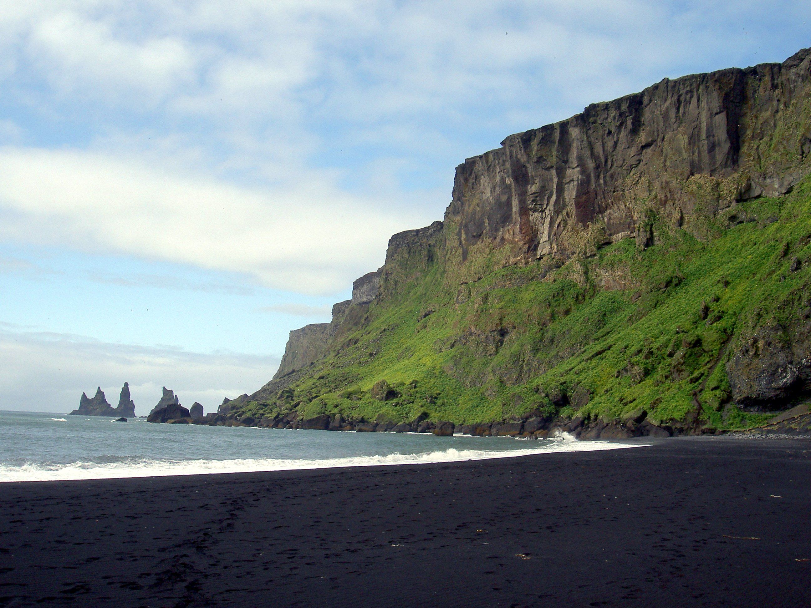 black sand beach in vik iceland beaches breaks. Black Bedroom Furniture Sets. Home Design Ideas