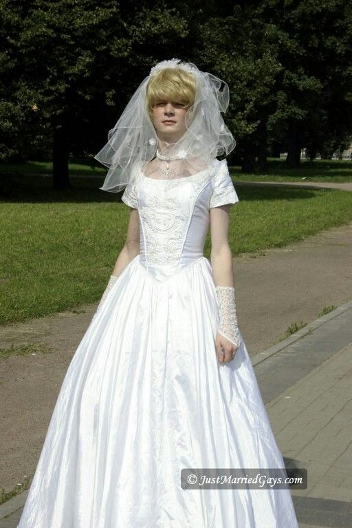 Young bride a boy surely things i 39 d like to wear for Wedding dresses for young brides