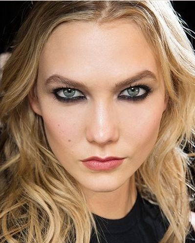 4 Easy Hairstyles You Can Do in 5 Minutes: a cool and undone blowout (picutred: Karlie Kloss)   allure.com