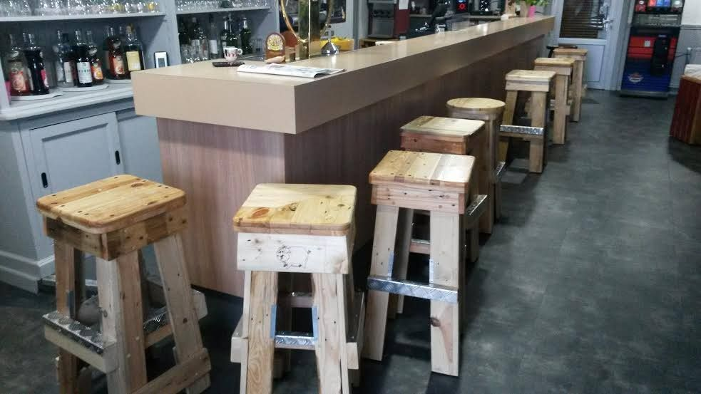 Pallet 983 553 bar stools pinterest bar - Bar en palette ...