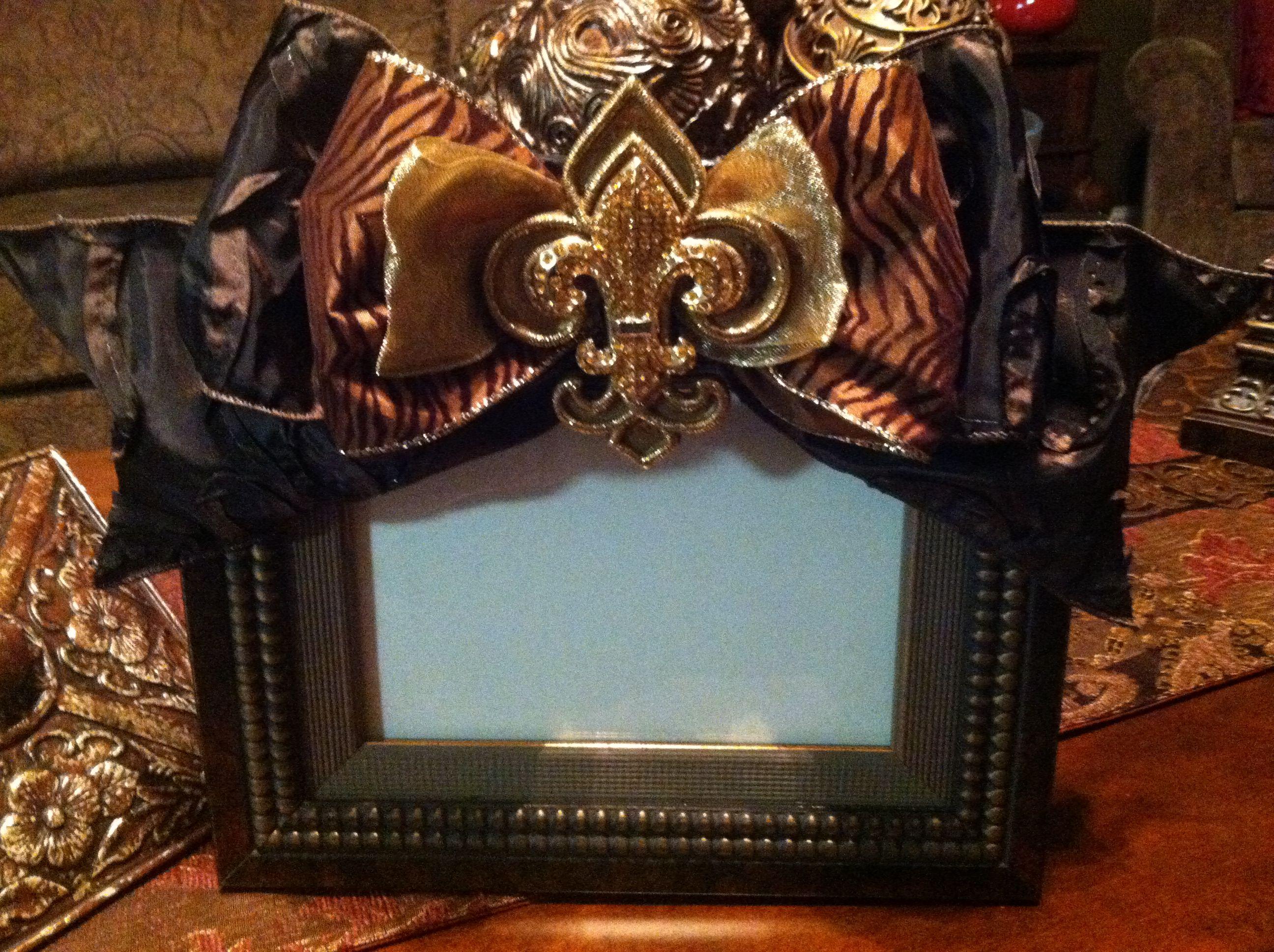 Elegant fleur de lis photo frame
