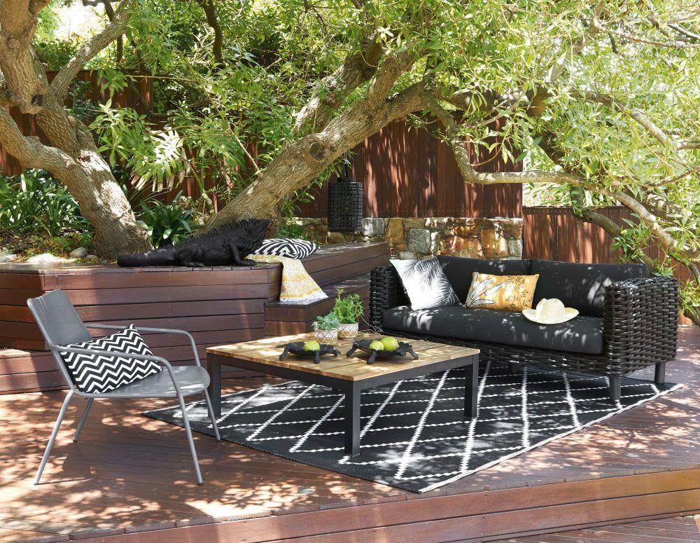 Outdoor-Teppich mit schwarzen und weißen geometrischen ...