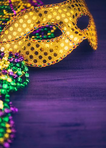 Mardi Gras Background With Mask Stock Photo Convites De Carnaval