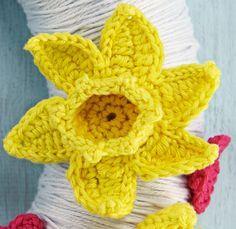 crochet daffodil free pattern. YAY!! I love daffodils! I had a hard time finding…