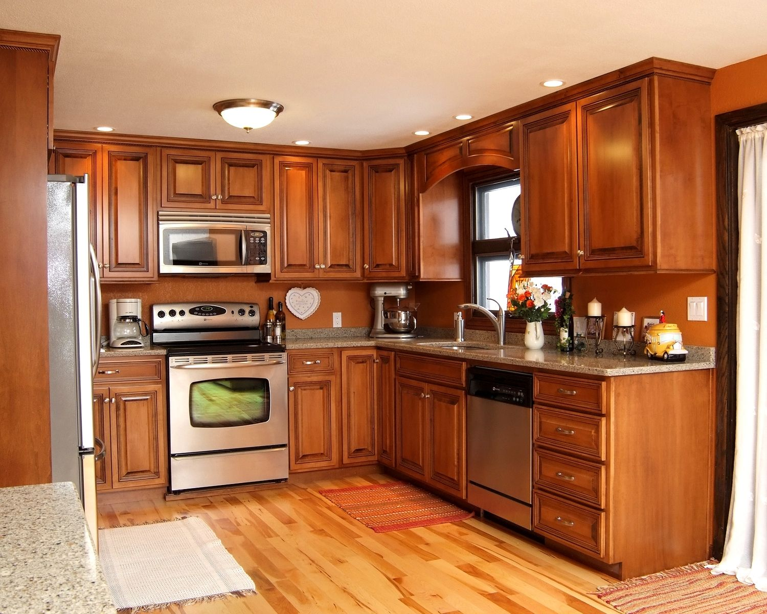 Best Maple Glazed Kitchen With Quartz Countertops With Images 400 x 300