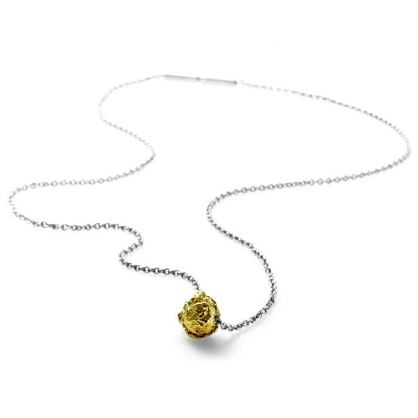 Chocolate pendant. Design Emquies-Holstein.