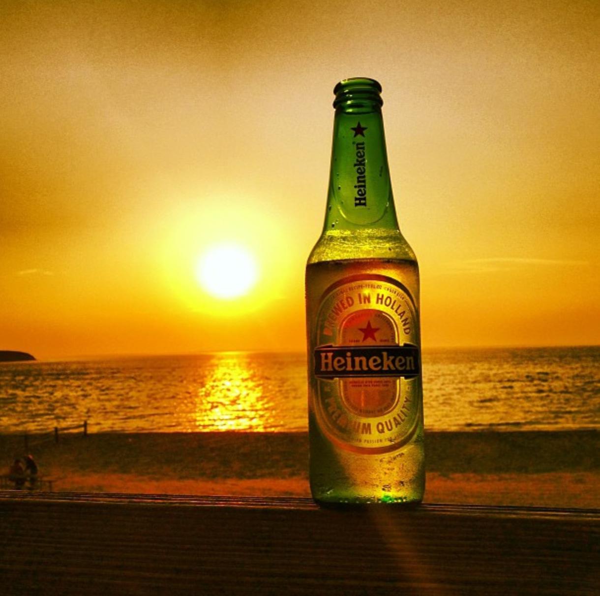 Αποτέλεσμα εικόνας για drinking heineken on mykonos