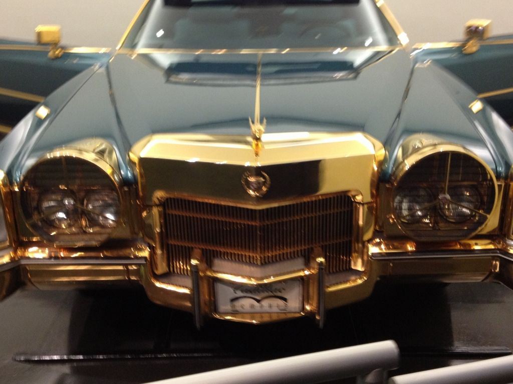 This was trimmed with Gold!! what a cool car