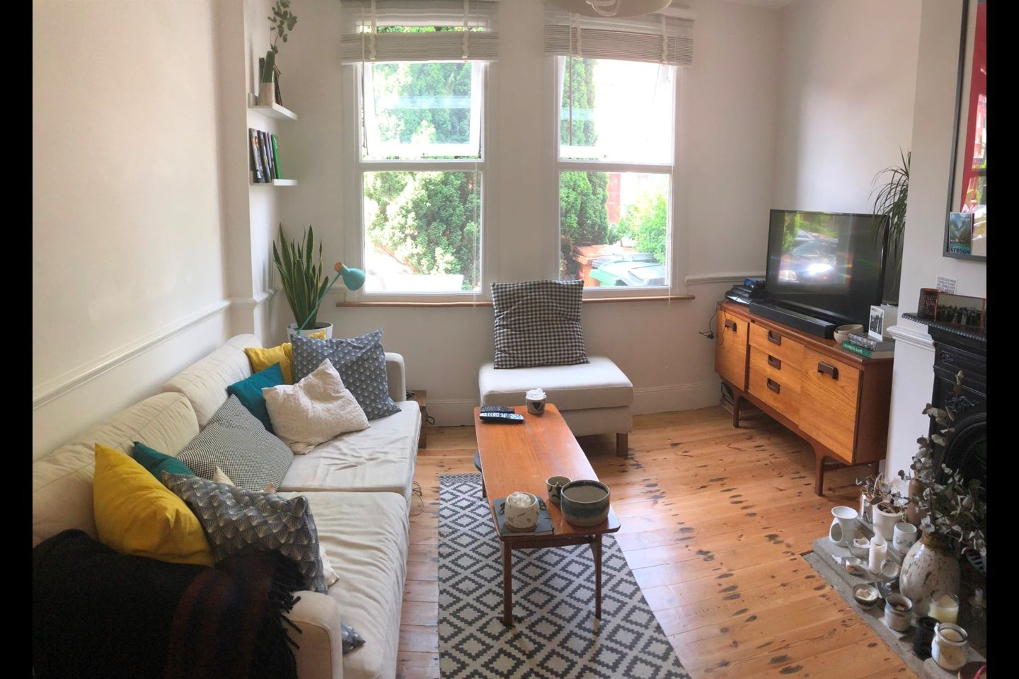 London 2 Bed Flat Warner Road E17 To Rent Now For 1 350 00