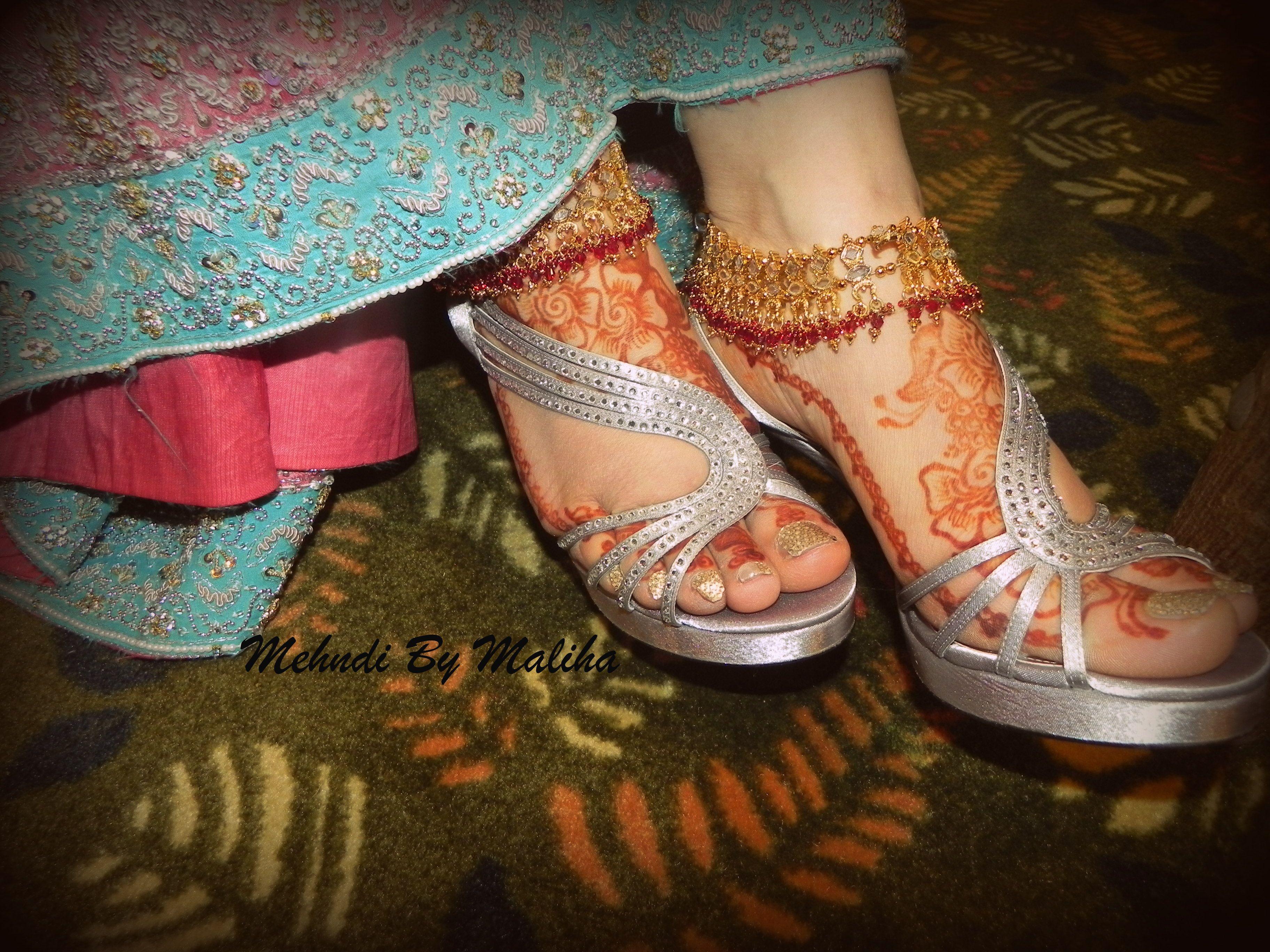 Bridal Mehndi Rates In Karachi : Bridal mehndi feet love her heels and payal anklet by