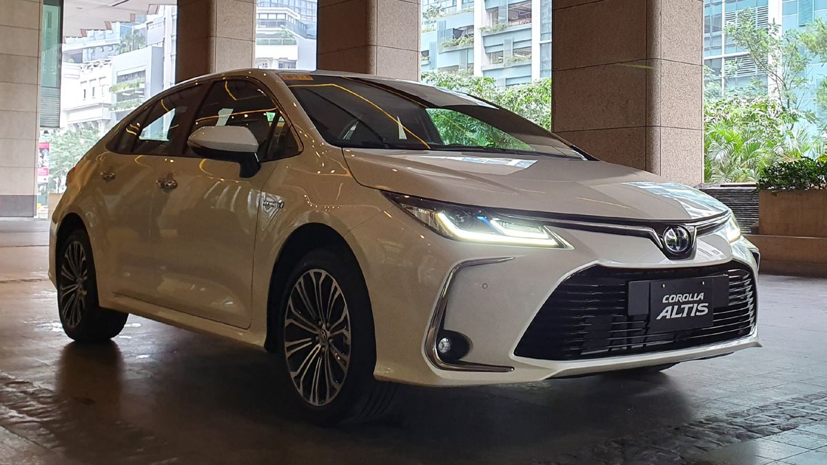 2020 Toyota Corolla Altis 1.8 V Hybrid Specs, Prices