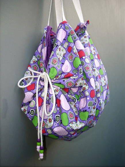 5953b6a52 Bolsa que vira toalha , tecido em tricoline de algodão. Excelente para levar  para praia, piscina ou academia. Ótimo presente, todo mundo gosta. R$ 40,00