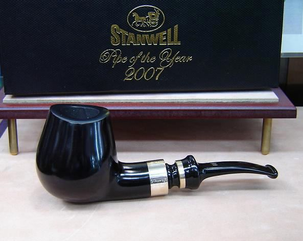 Stanwell 2007 Pipe of The Year Black Polish By Poul Winslow.