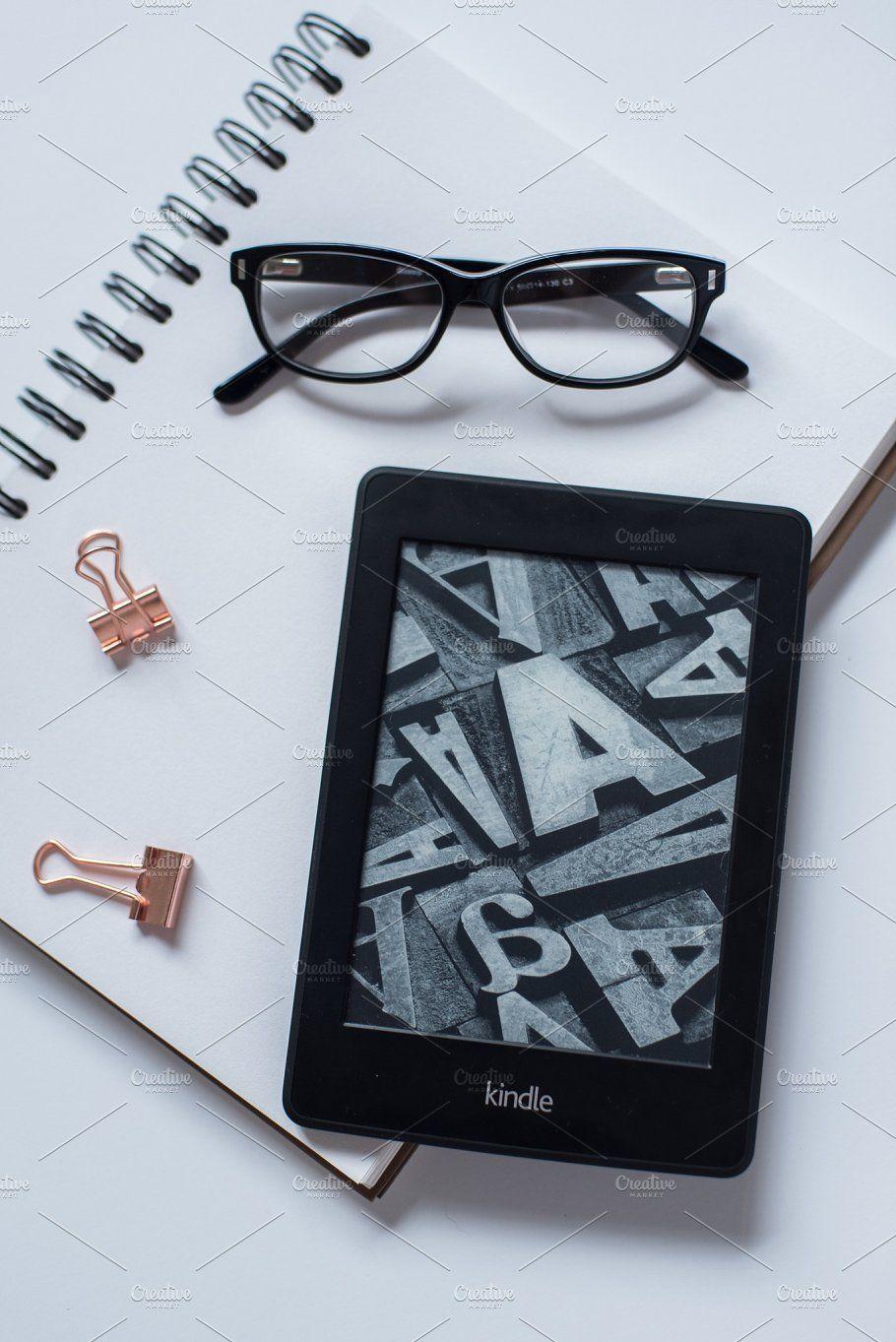 Feminine Flatlay Kindle Glasses Com Imagens Ideias De Fotos