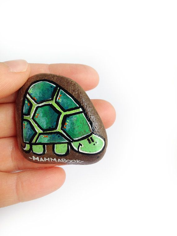 Handpainted decorative turtle magnet 'La Bella by Mammabook