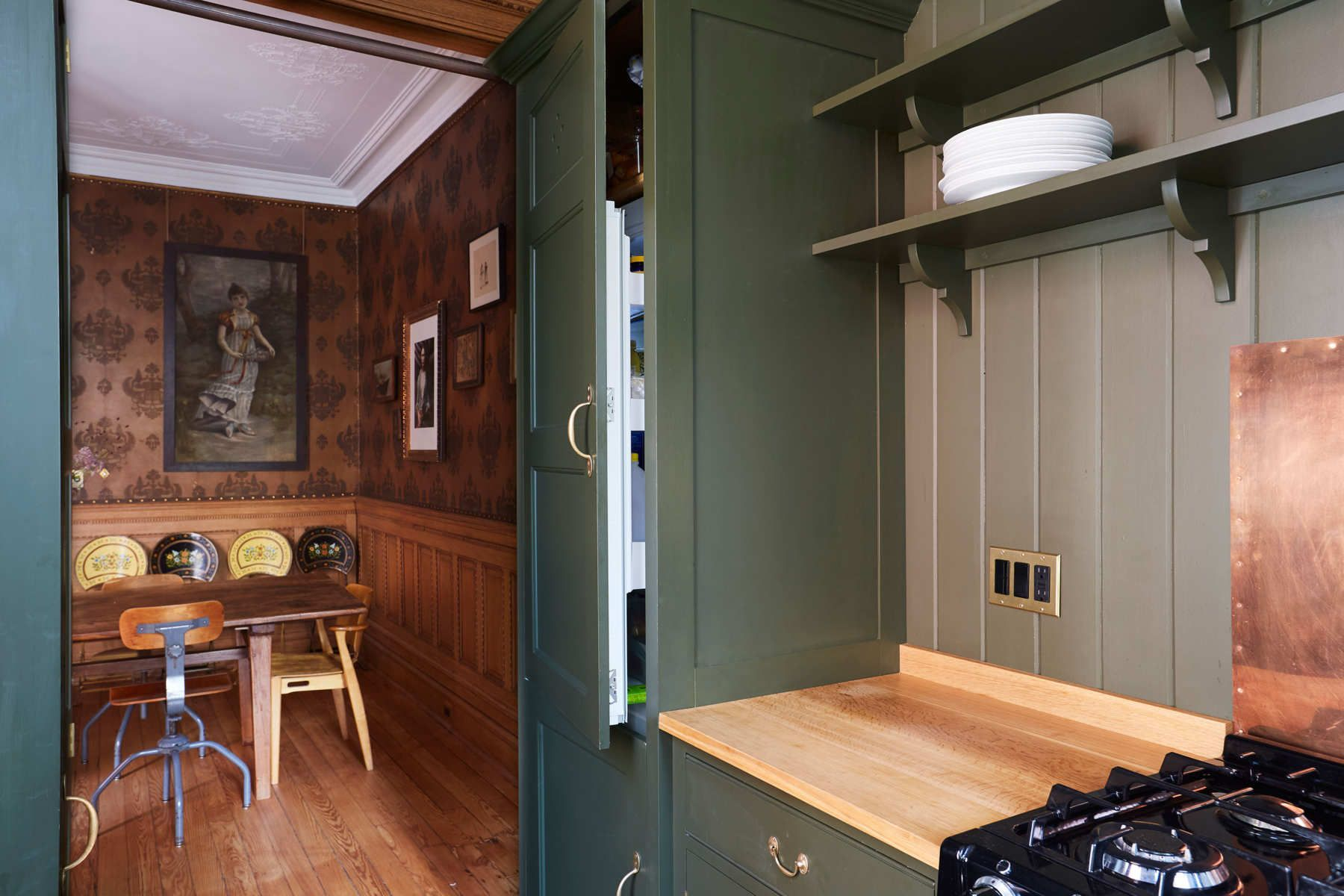 A Pared-Down Kitchen in Brooklyn That's Fit for an English Country House #plainenglishkitchen