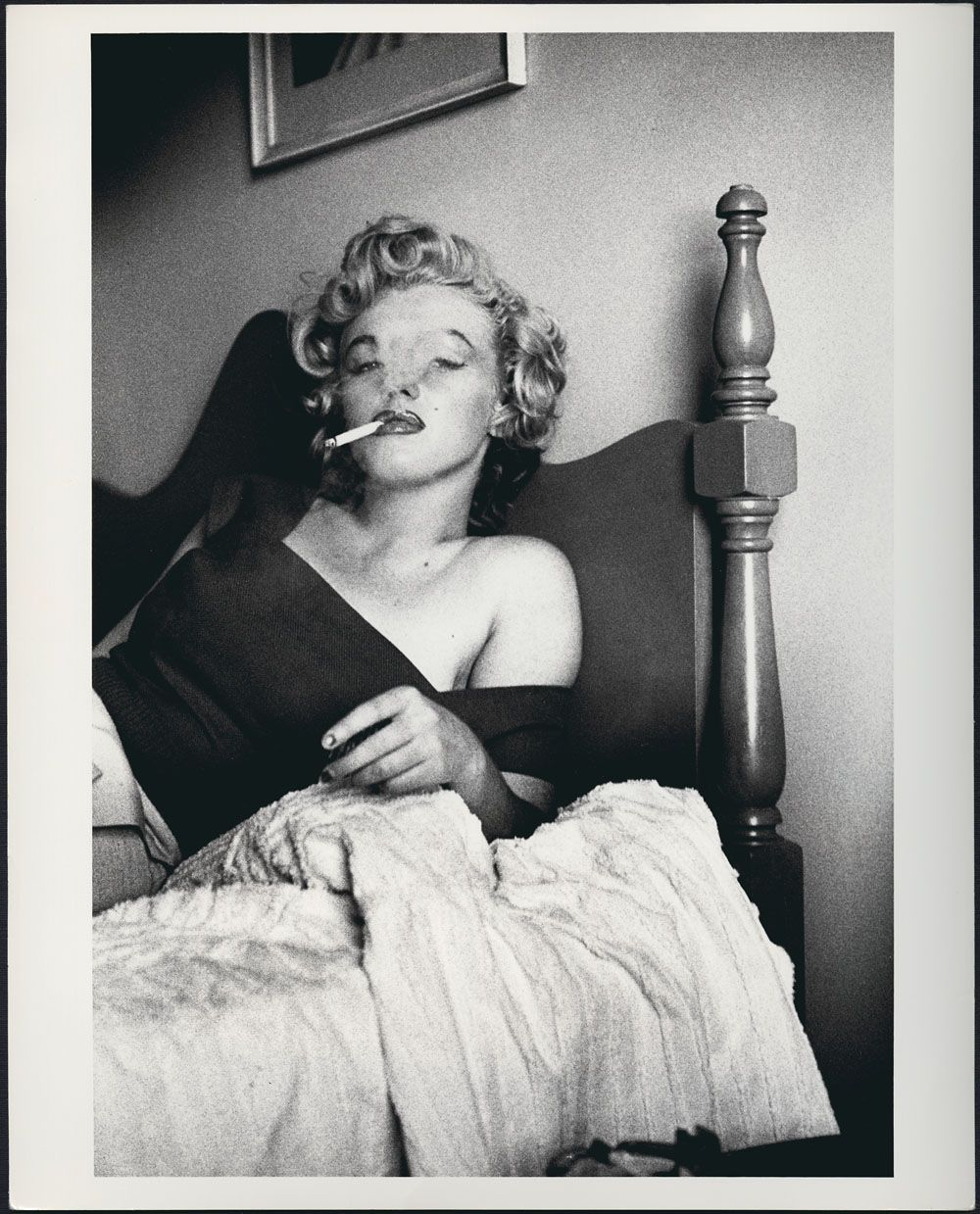monroe smoking cigarette Marilyn
