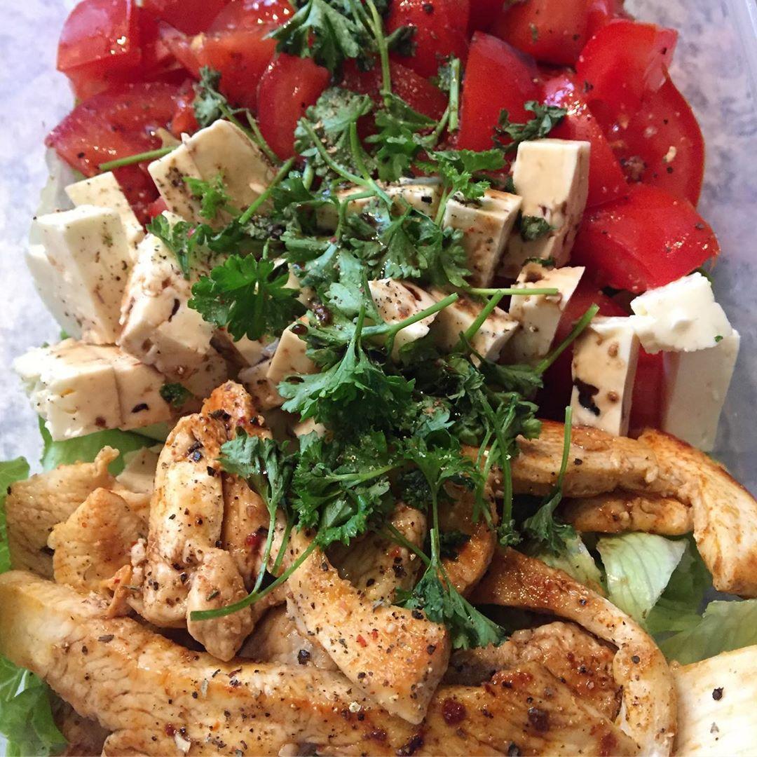 Bergfest🙌🏻 Heute gibt's eine Salatbowl 💪🏻 #food #foodpics #fitfam #fitness #fitnessfood #rezepte #sa...