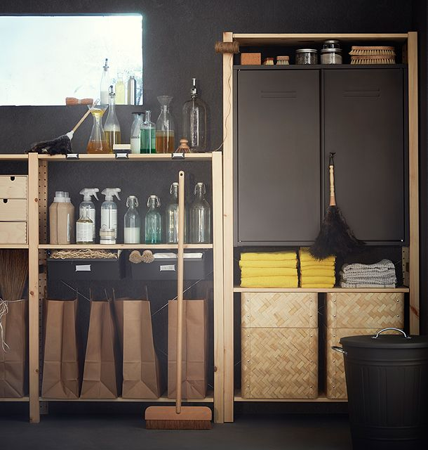 ivar schrank mit t ren in grau in einem ivar regal aus unbehandeltem kiefernholz im regal sind. Black Bedroom Furniture Sets. Home Design Ideas