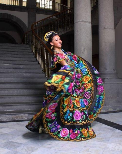 ebd7119dc uno de los más hermosos trajes típicos de México  Chiapas