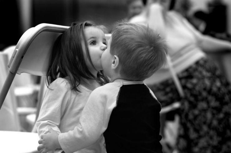 First Kiss Pixdaus Sevgi Resimleri Bebek Opucuk Fotograf