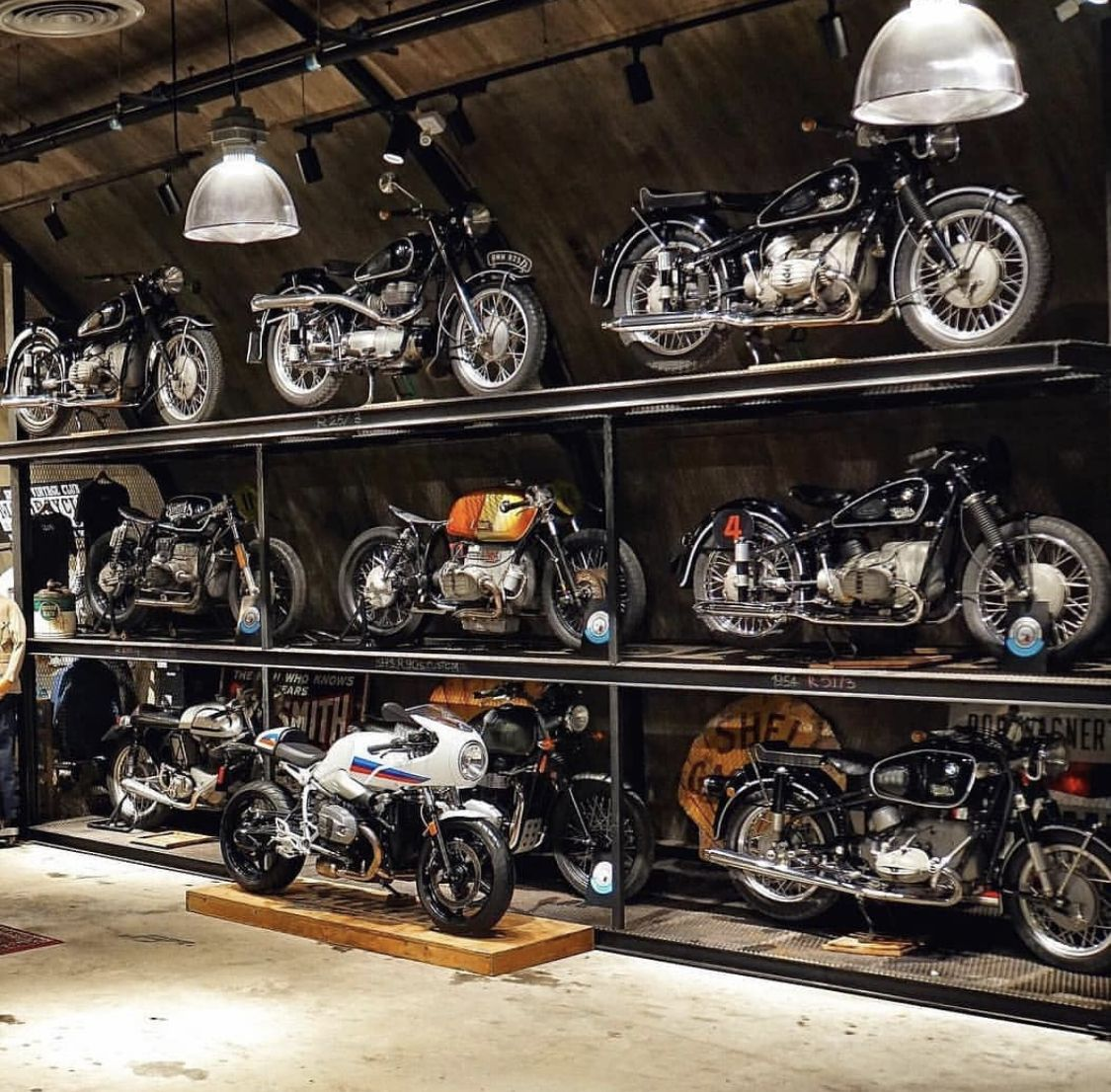 Pin by Евгений Гусаров on Moto Motorcycle garage, Cafe