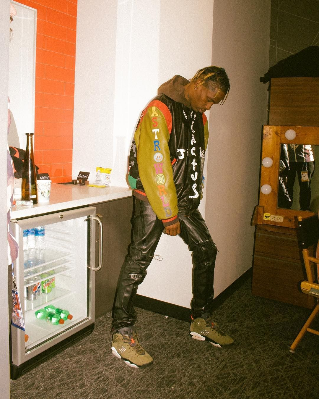 Travis Scott S Collaboration With Nike And Jordan Brand Has Been Picking Up Some Serious Steam Here S A Guide To Al Travis Scott Outfits Travis Scott Jordan 6