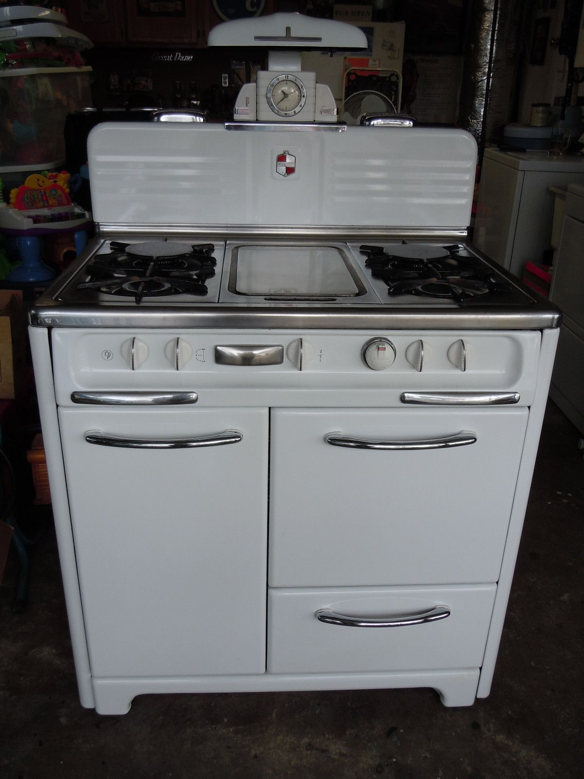 "Antique Retro WEDGEWOOD Stove 36"" With Middle Griddle And"