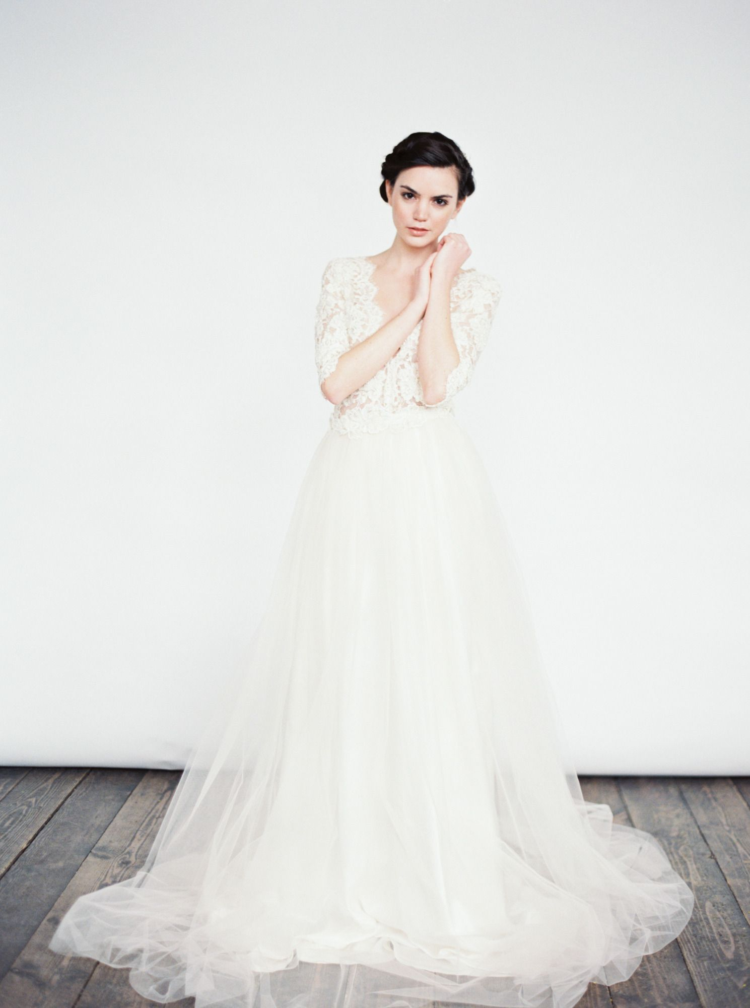 tulle and lace gown | Brautkleidern | Pinterest | Oberteile ...