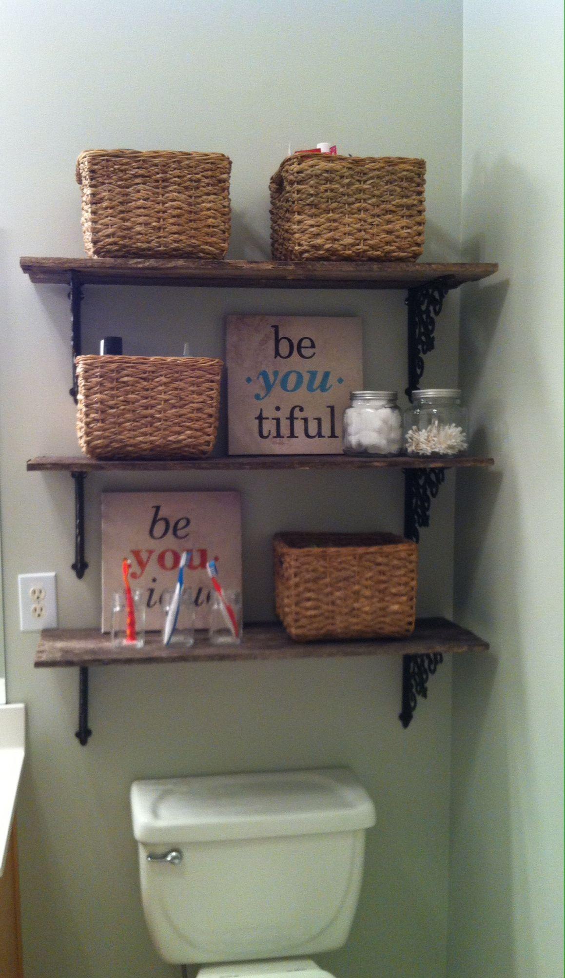Bathroom pallet shelves | Wooden pallet shelves