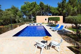 Immaculately maintained and well presented Villa, throughout with furnishings of very good quality