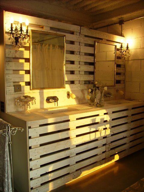 des meubles originaux en bois de palette 20 id es tutorial palette meubles de salle de. Black Bedroom Furniture Sets. Home Design Ideas