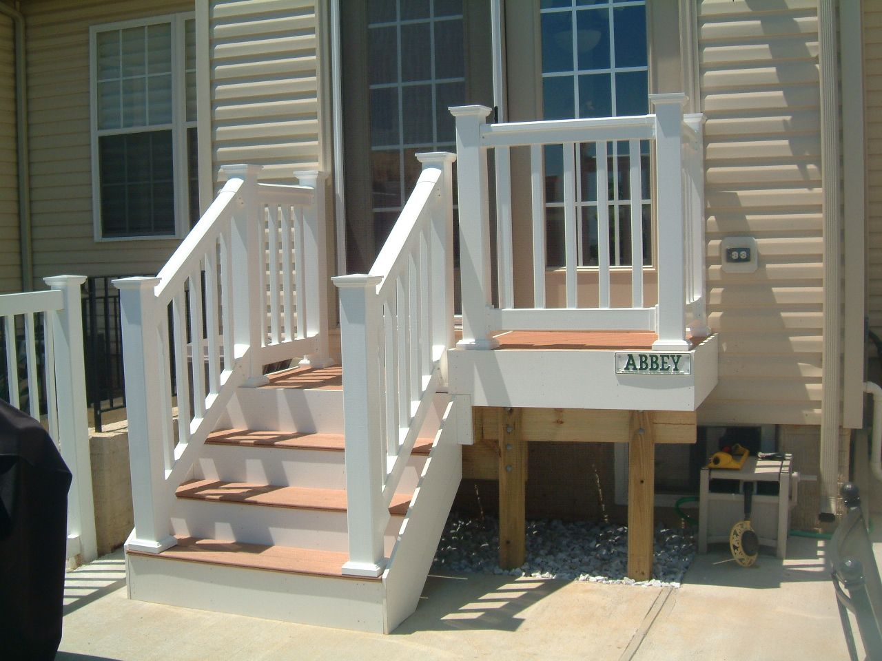Small deck steps google search outdoors pinterest for Front entry decks