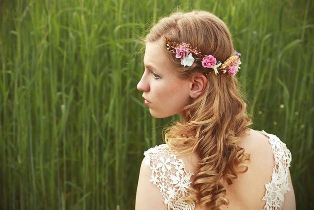 Flores para el pelo - Corona de flores, La mitad ofrenda floral - hecho a mano por magaela en DaWanda #boda #novia #novio #ionvitadas #invitados #bodasDIY #DaWanda #hechoamano #weddings #manualidades #bodashandmade #handmade